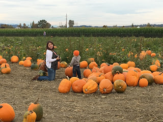 pumpkin patch mom and toddler 4th trimester