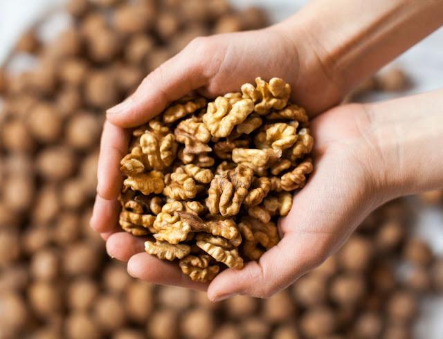 Les bienfaits de manger des noix pour la santé de l'estomac
