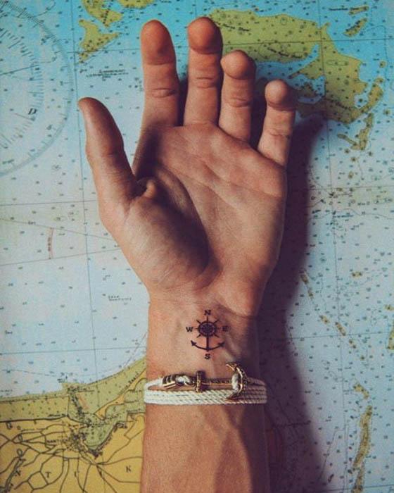 tatuaje de brújula viaje