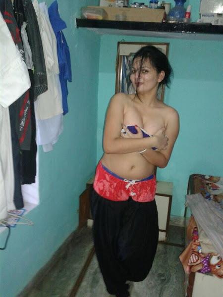 Indian Hot Girl Nude Selfies