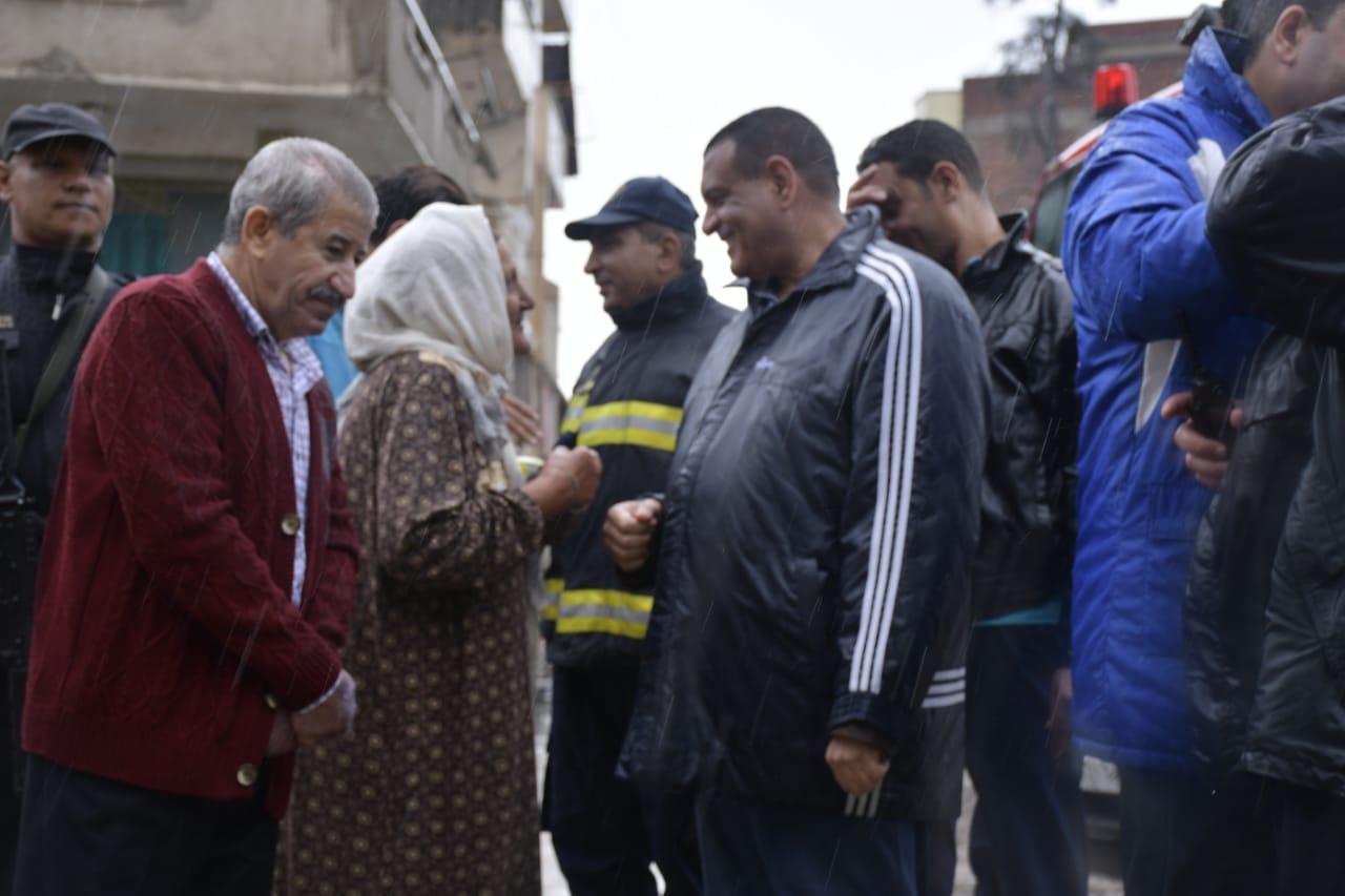 بالصور ..متابعة اللواء هشام آمنه رفع تراكمات المياه بشوارع البحيرة
