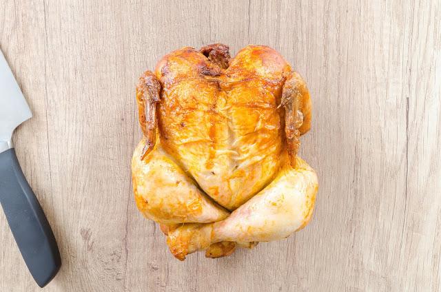 غسل الدجاج بهذه الطريقة يعرض عائلتك لامراض قاتلة
