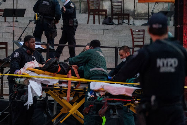 Αστυνομικοί στη Νέα Υόρκη γάζωσαν άντρα που πυροβολούσε έξω από καθεδρικό ναό