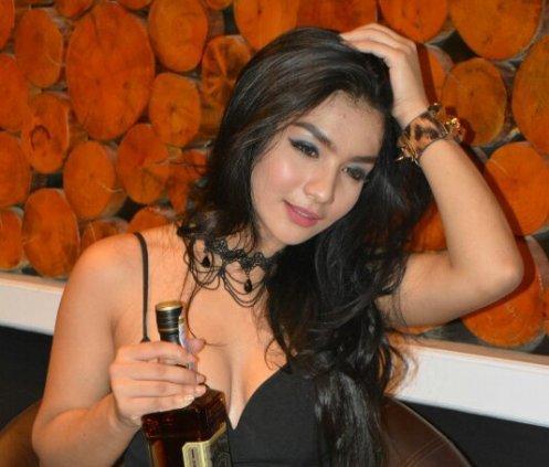 Download Koleksi Foto Model Siva Aprilia sexy sensual hot Siva Nude Bugil telanjang - www.zone.downloadmajalah.com