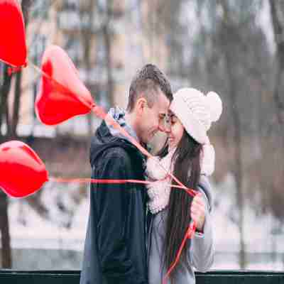 two lovers on propose day