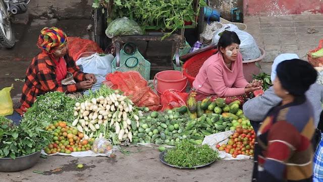 दिल्ली सरकार आवश्यक सेवाओं में निजी कर्मचारियों को ई-पास दे रही है, जिनके पास सामान्य स्टोर हैं