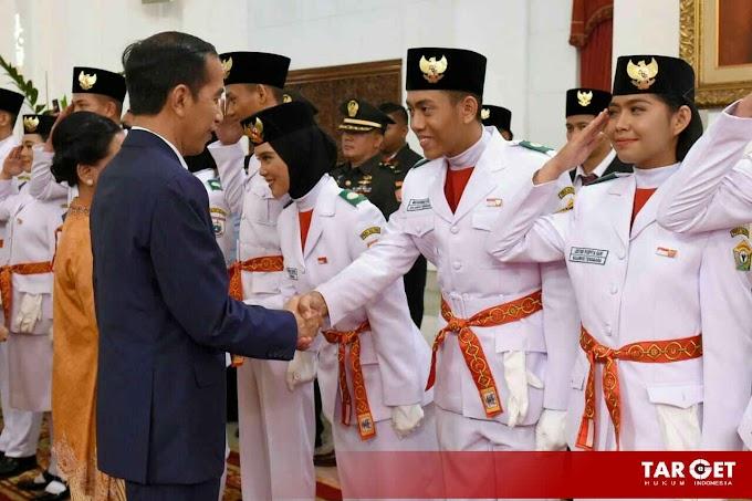 Presiden Joko Widodo Kukuhkan Anggota Paskibraka 2019 di Istana Negara