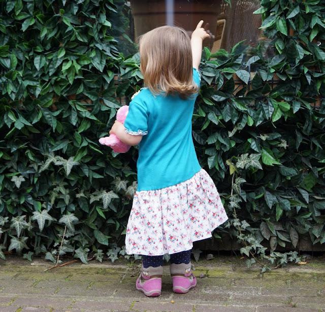 Lia Bach: Zauberhafte Festtagskleidung für Kinder. Mein kleines Mädchen liebt Ihr Sommerkleid mit Blumen-Print!