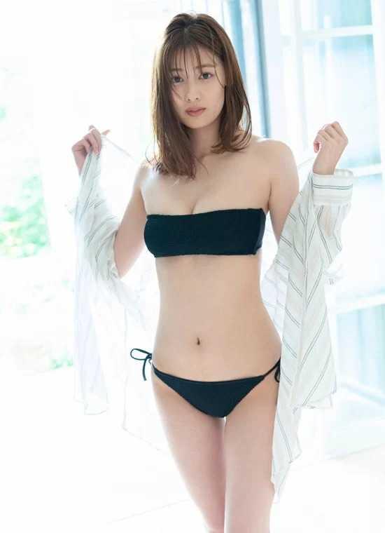 Dàn sao Nhật Bản khoe dáng với áo tắm