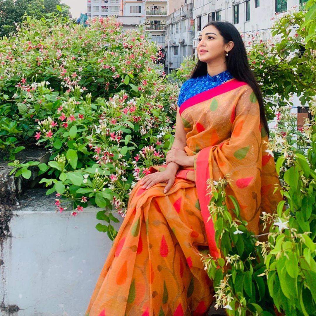 মডেল এবং অভিনেত্রী সাদিয়া জাহান প্রভার কিছু ছবি 7