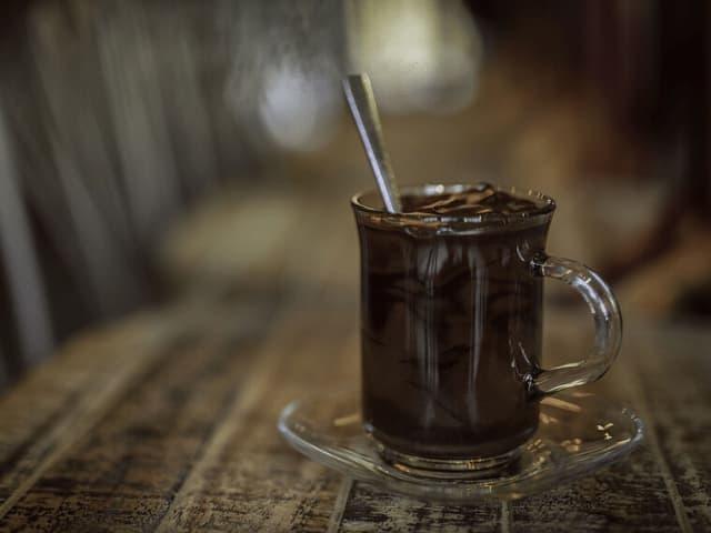 receita de chocolate quente com conhaque e canela