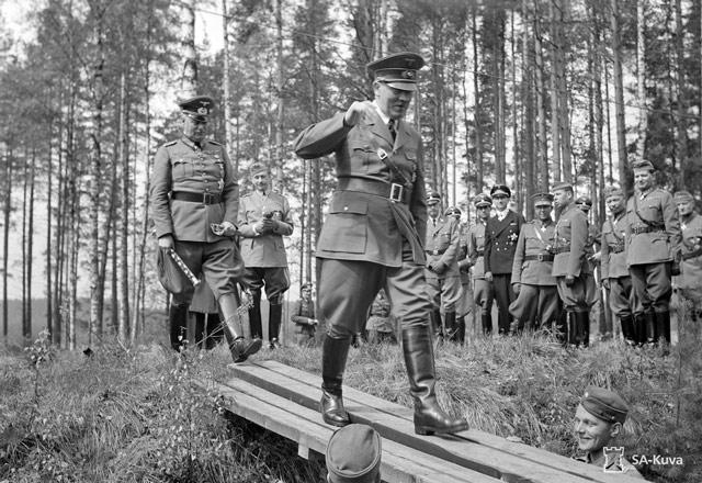 Hitler and Keitel walk to Mannerheim's command train. 4 June 1942 worldwartwo.filminspector.com