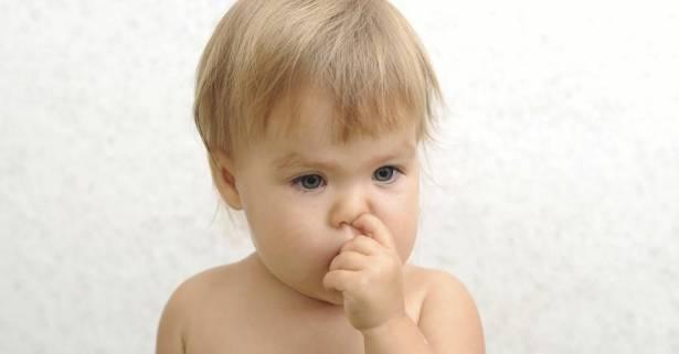 فوائد وحقائق غريبة عن اللعب بالأنف وأكل محتوياته لا تعرفونها!