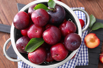 Plum Fruit: Benefits & how to consume it for Diet