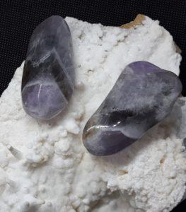 quartzo prasiotrino bruto rolado