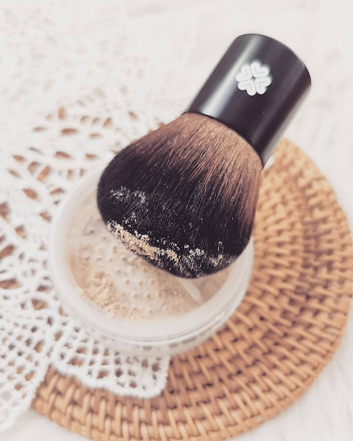 Makijaż mineralny - co to jest, dla kogo i czy warto? Kosmetyki marki Lily Lolo.