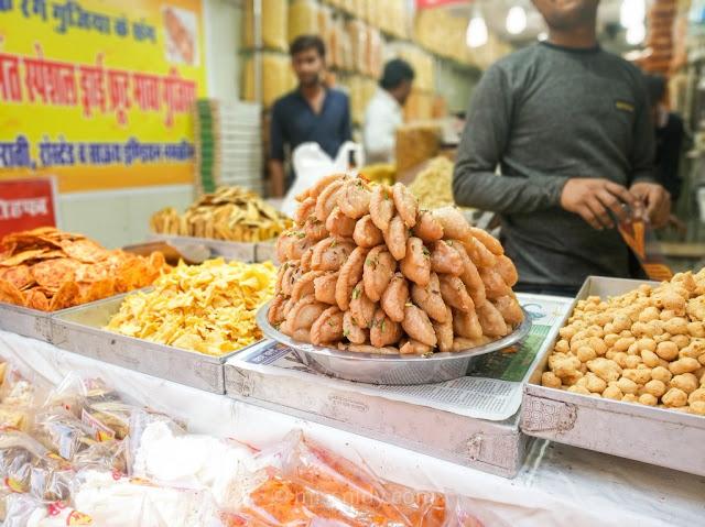 gujia kuliner khas india di chandni chowk