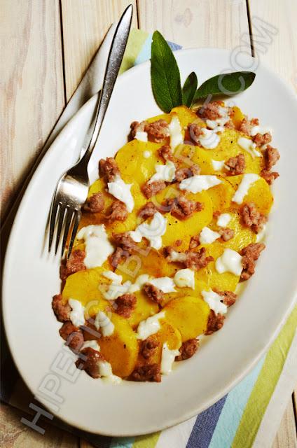 hiperica di lady boheme blog di cucina, ricette gustose, facili e veloci. Ricetta patate salsiccia e mozzarella