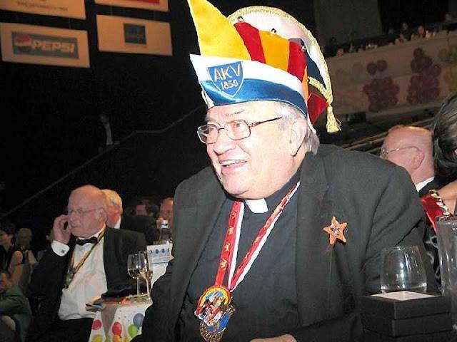O Cardeal Lehmann no carnaval de Aquisgrão. Os católicos de esquerda desejam que a Igreja Católica se aproxime fortemente ao mundo