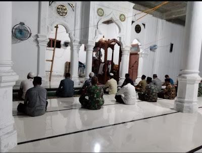 Secara Bergantian, Babinsa Koramil 10/Woyla Barat Kunjungi Masjid-Masjid Dan Musholla