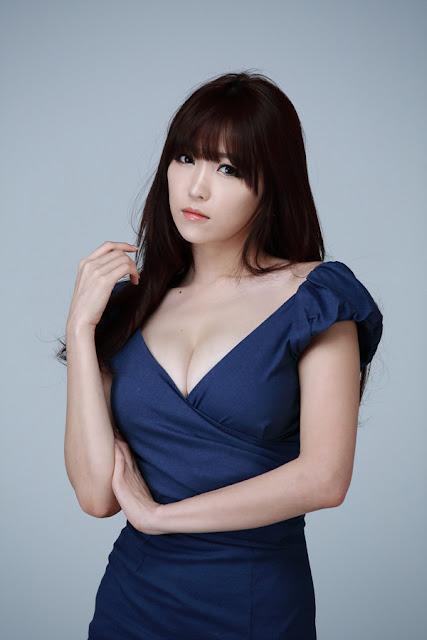 xxx nude girls: Lee Eun Hye - World IT Show 2013