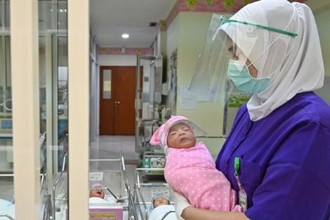 """هكذا أثّر """"وباء كورونا"""" على معدلات المواليد الجدد في أنحاء العالم"""
