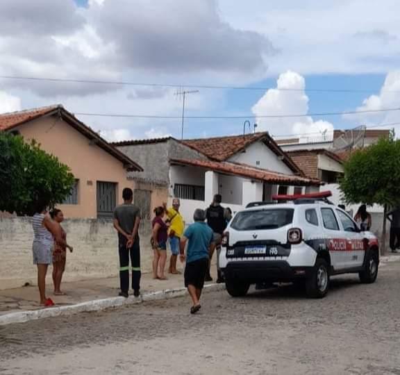 Corpo de um homem é encontrado dentro de residência em Santa Luzia