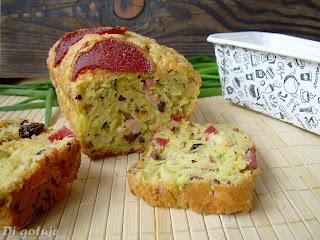 Keks wytrawny z żółtym serem, salami i oliwkami Kalamata Jumbo