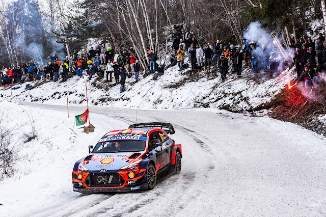 Rally car in the snow