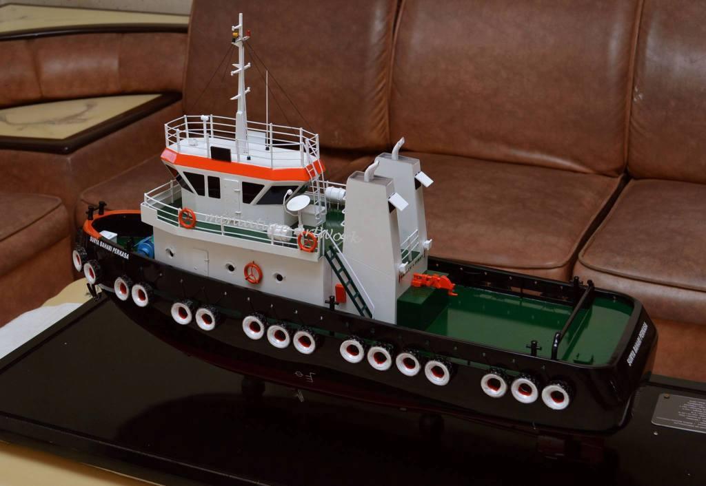 foto gambar miniatur kapal tugboat milik pelayaran pt surya bahari perkasa terbaru jakarta surabaya batam
