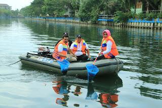 """Kapolda Sumbar """"Bersih-Bersih"""" Danau Cimpago Padang"""