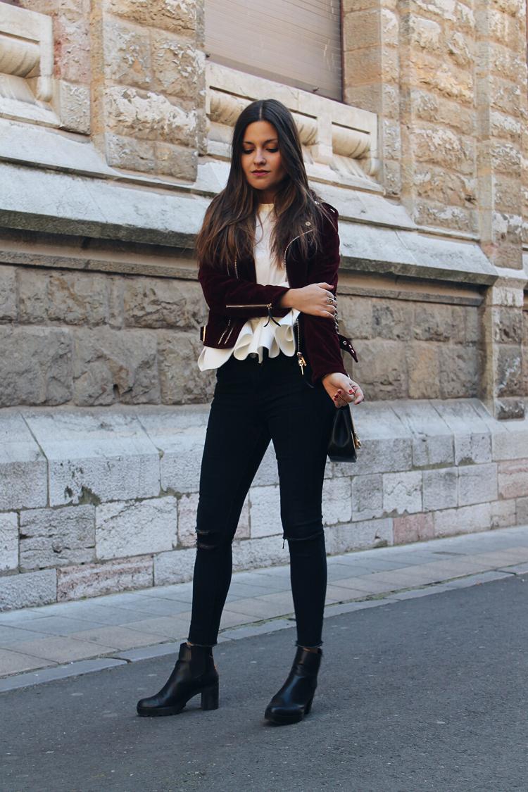 outfit-velvet-biker-burgundy-jacket