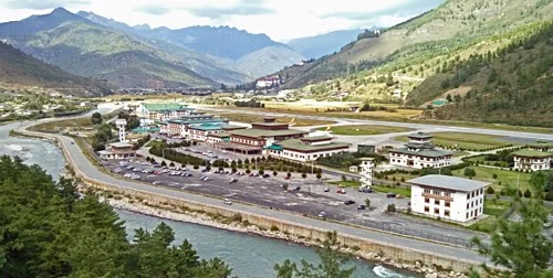 The airport that not many pilots have enough level to land in Bhutan