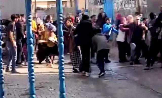شجار بالحجارة والعصي والسكاكين بين عائلتين في ولاية ديار بكر يخلف 20 جريحاْ (صور)