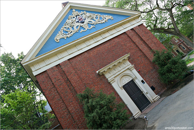 Holden Chapel en la Universidad de Harvard