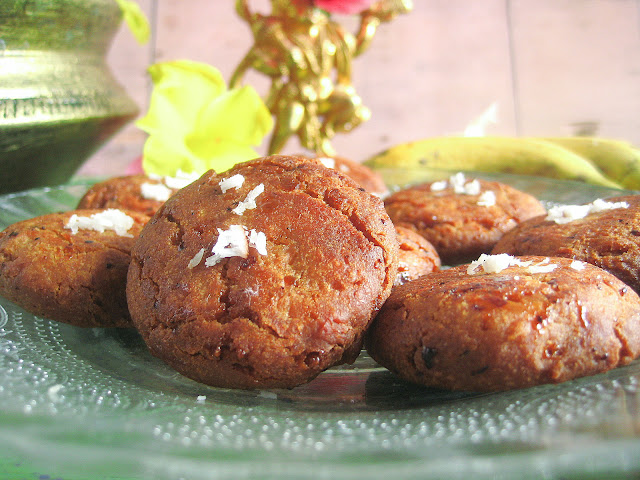 applau made with bananas and wheat flour