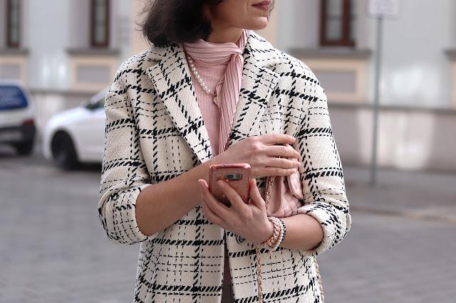 wiosenny płaszcz w kratkę stylizacje 2021 2022