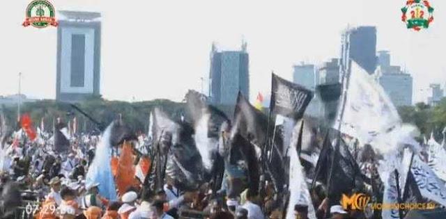 REUNI 212, Sholawat Menggema, Bendera Merah Putih Dan Tauhid Dikibarkan