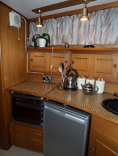 Photo of the small stove in Ravensdale's galley