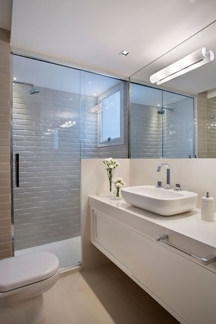 banheiro-azulejo-metro-cinza-claro-com-branco