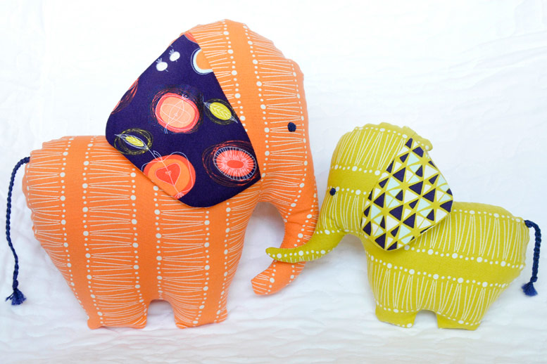http://www.handmadiya.com/2019/12/elephant-dolls-tutorial-and-pattern.html
