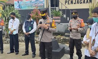 Kapolres Ajak Doa Bersama Bagi Nakes Dan Pasien Covid Yang Wafat Di Gerai Presisi Polres Enrekang