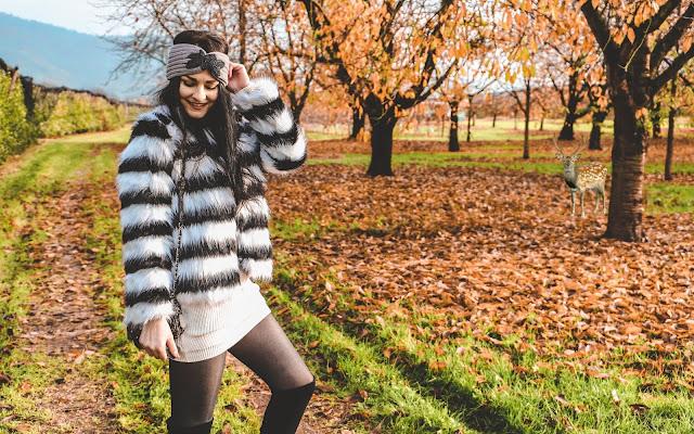 Długi sweterek jako sukienka na jesień - Czytaj więcej »