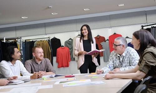 Meeting between buyer and merchandiser