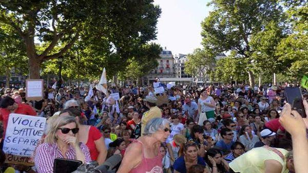 Protestan en París por aumento de feminicidios