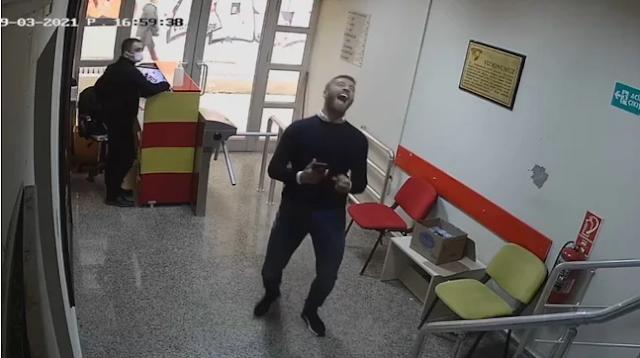 """اللاعب التركي """"ألباسلان أوزتورك"""".. ورد فعل """"جنوني"""" بعد سماع خبر انضمامه للمنتخب التركي.. فيديو"""
