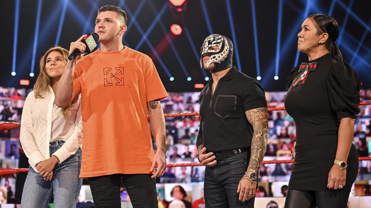 Revelado o motivo da Mysterio Family não ter aparecido no último Friday Night SmackDown