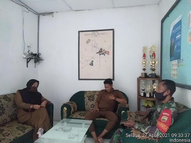 Meningkatkan Kerja Sama, Personel Jajaran Kodim 0208/Asahan Laksanakan Komsos Dikantor Desa