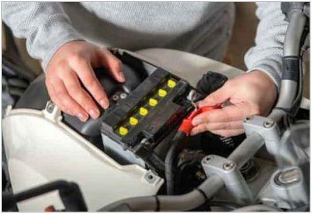 Tips Memeriksa Accu Saat Motor Mogok;