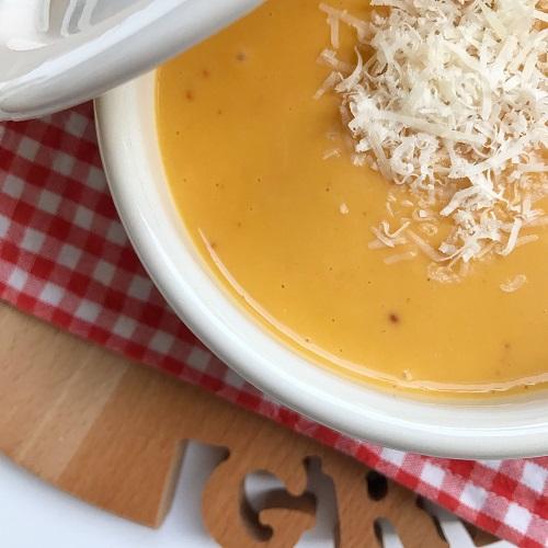 Kürbis-Kartoffel-Parmesan-Suppe